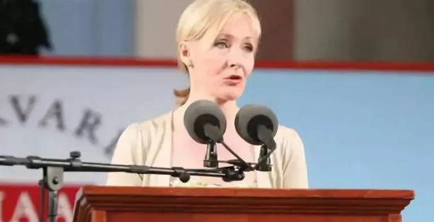 《哈利波特》作者、英国女作家JK罗琳在哈佛的演讲:失败的好处和想象的重要性